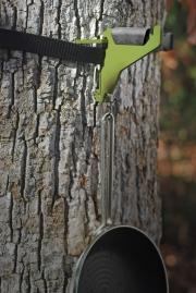 2010-tree-hook-holding-frying-pan2