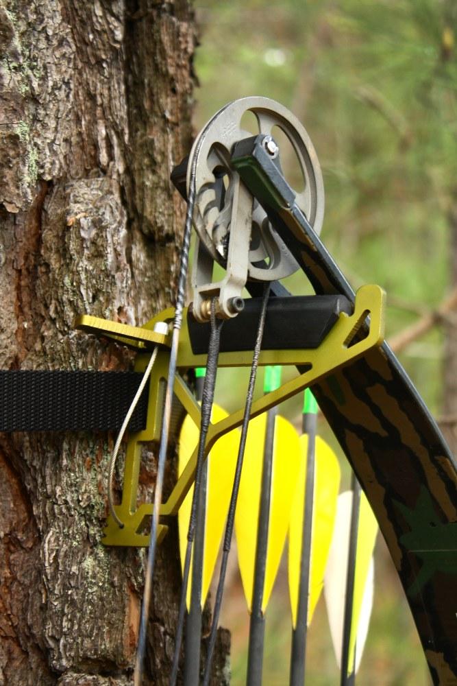 tree-hook-with-bow_closeup